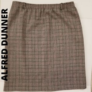 🎄 VINTAGE ALFRED DUNNER PLAID SKIRT